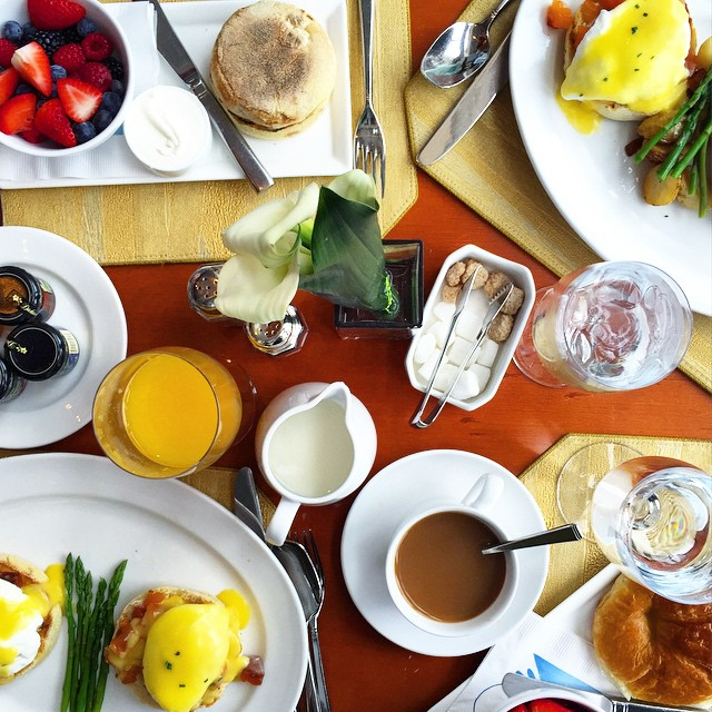 starting the day with breakfast with the @officialnydj + @real_simple…