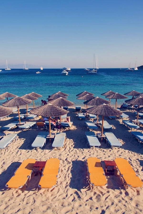 psarrou-beach-umbrellas-vertical_-mykonos_2