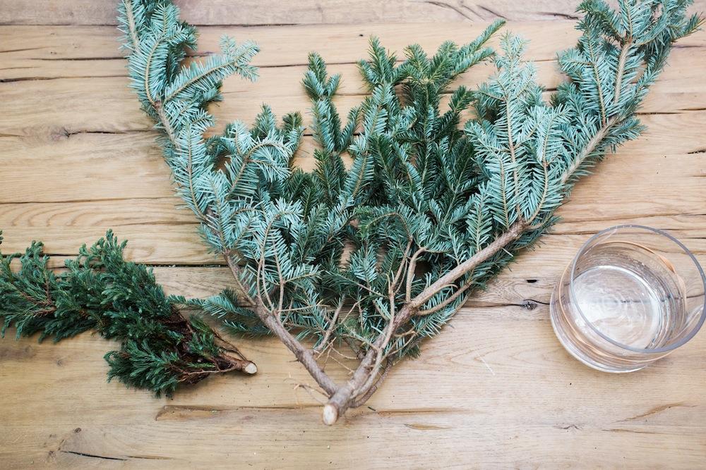 diy holiday floral arrangement wreath 1