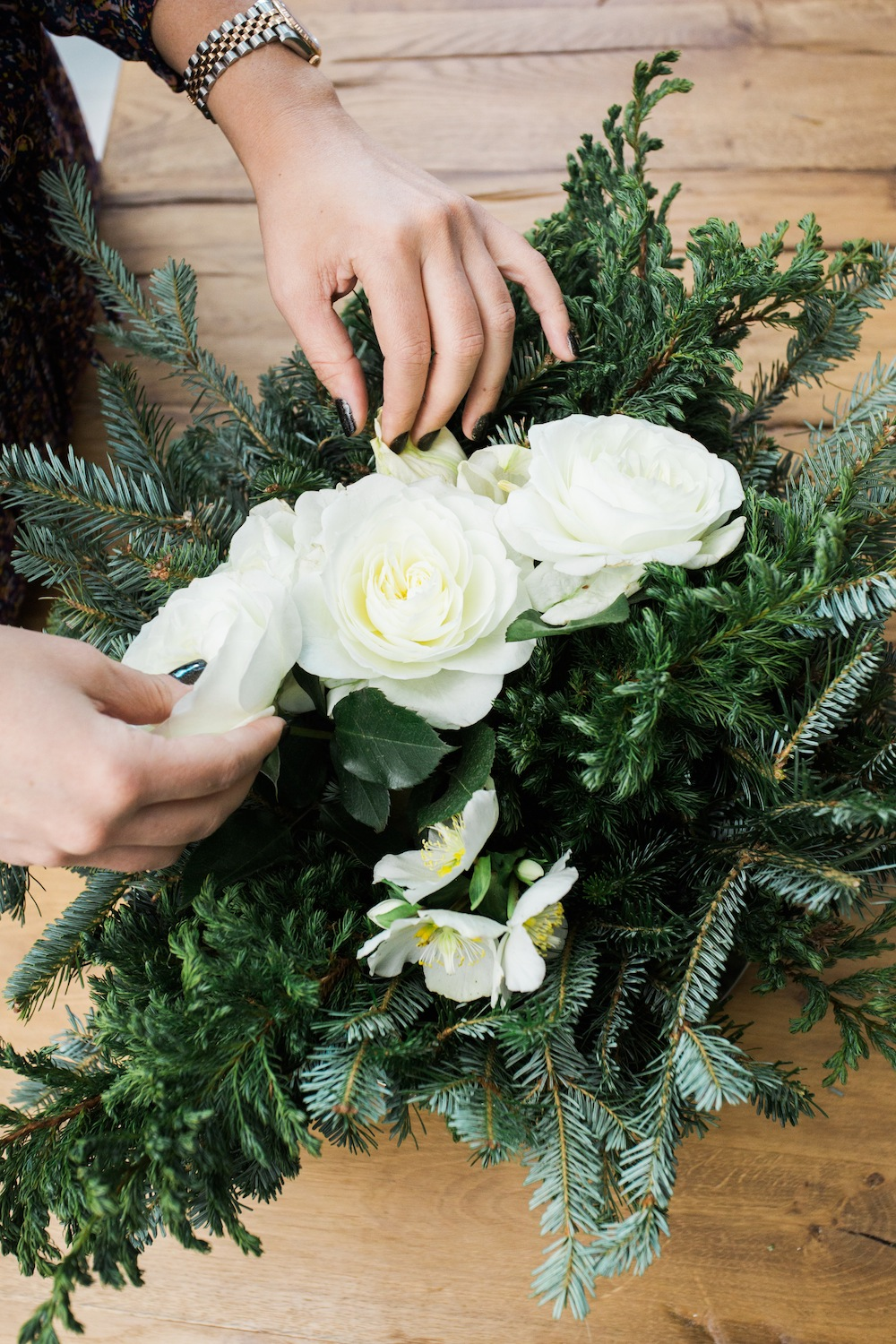diy holiday floral arrangement wreath 7