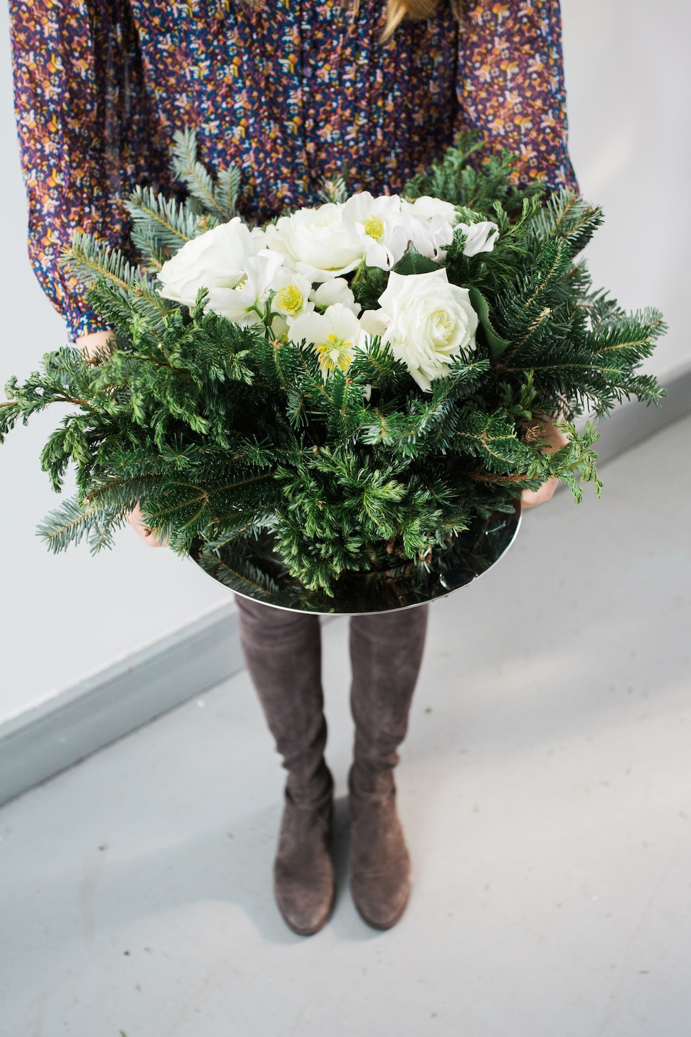 Diy Holiday Floral Arrangement The Stripe
