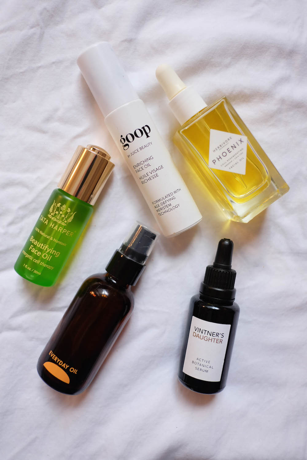The 5 Best Face Oils + Everything you could want to know about face oils. (No, they won't make you break out!) How to apply them, how to pick the right one for you, + more!