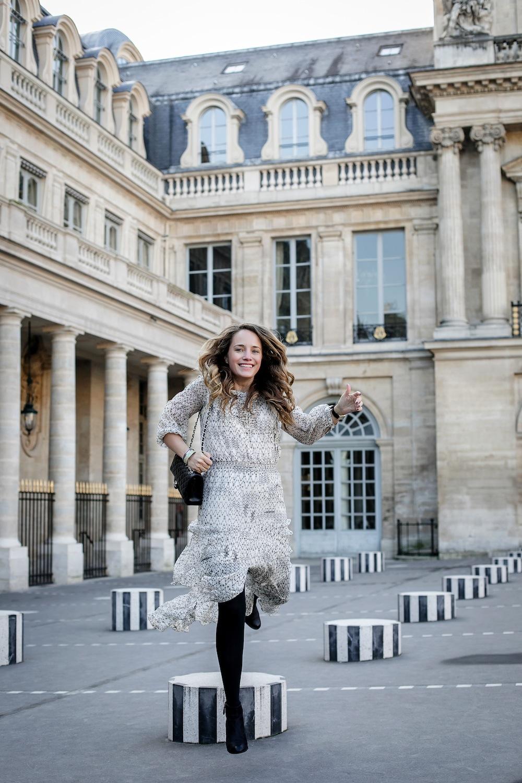 palais royal paris / grace atwood from the stripe wearing a cynthia vincent midi dress in paris. // les deux plateaux