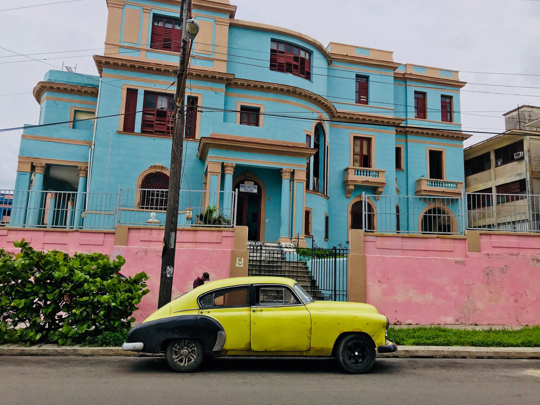 cuba photo diary - yellow car