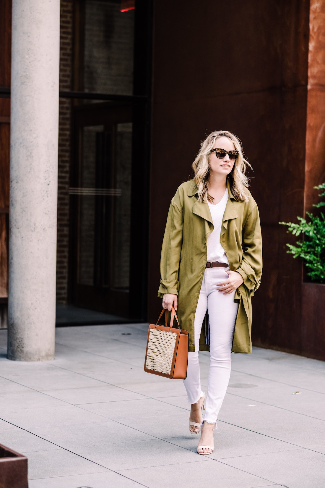 Grace is wearing a Topshop Jacket // Madewell Tee // 7 for All Mankind Jeans // J.Crew Belt // Steve Madden Sandals // Palmgrens Bag  // Polaroid Sunglasses