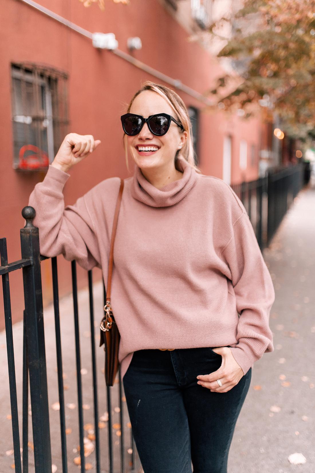 Free People Softly Structured Tunic Sweater //American Eagle Jeans // Gucci Belt  //Karen Walker Sunglasses //Charlotte Tilbury Lipstick