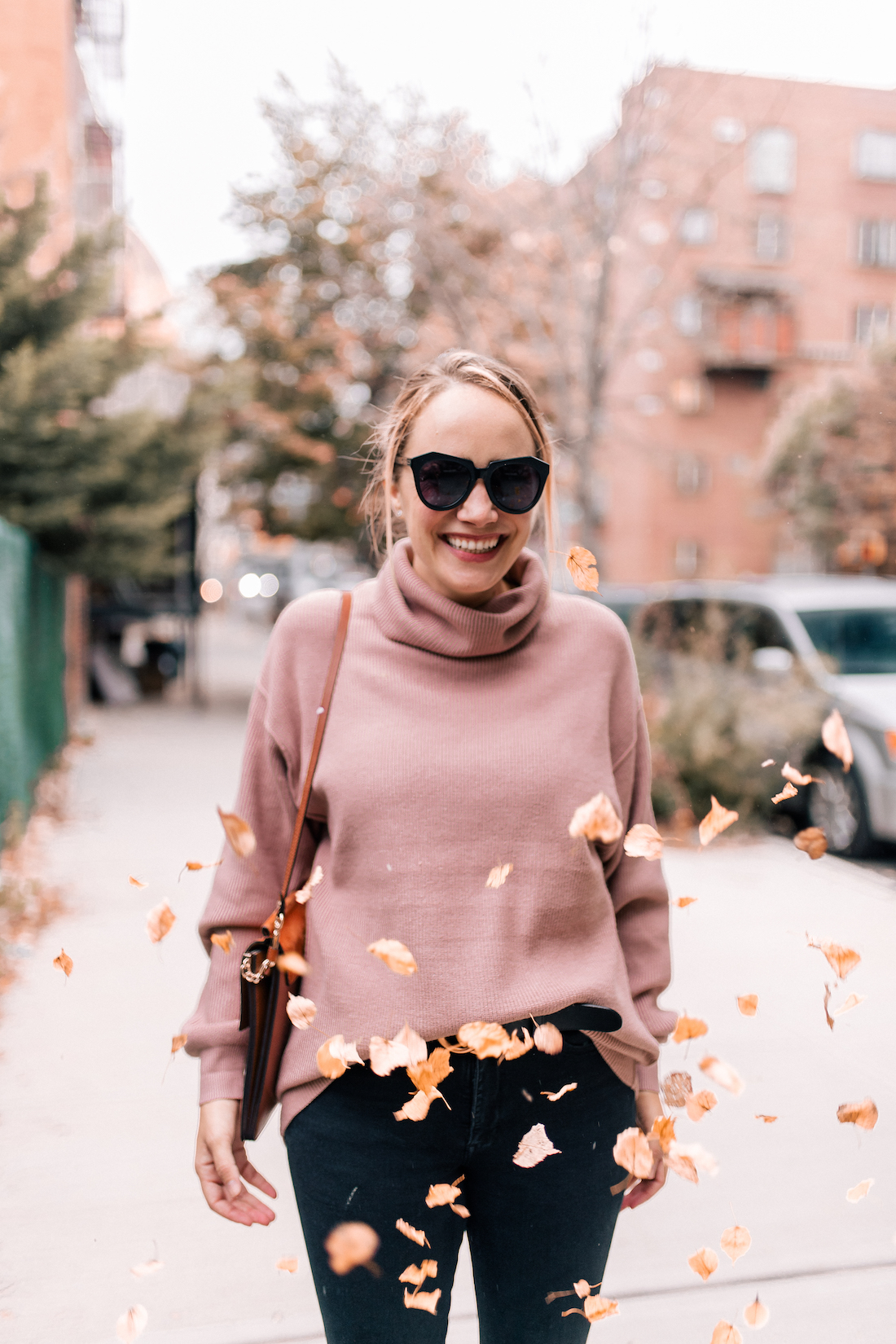 Free People Softly Structured Tunic Sweater //American Eagle Jeans // Karen Walker Sunglasses //Charlotte Tilbury Lipstick