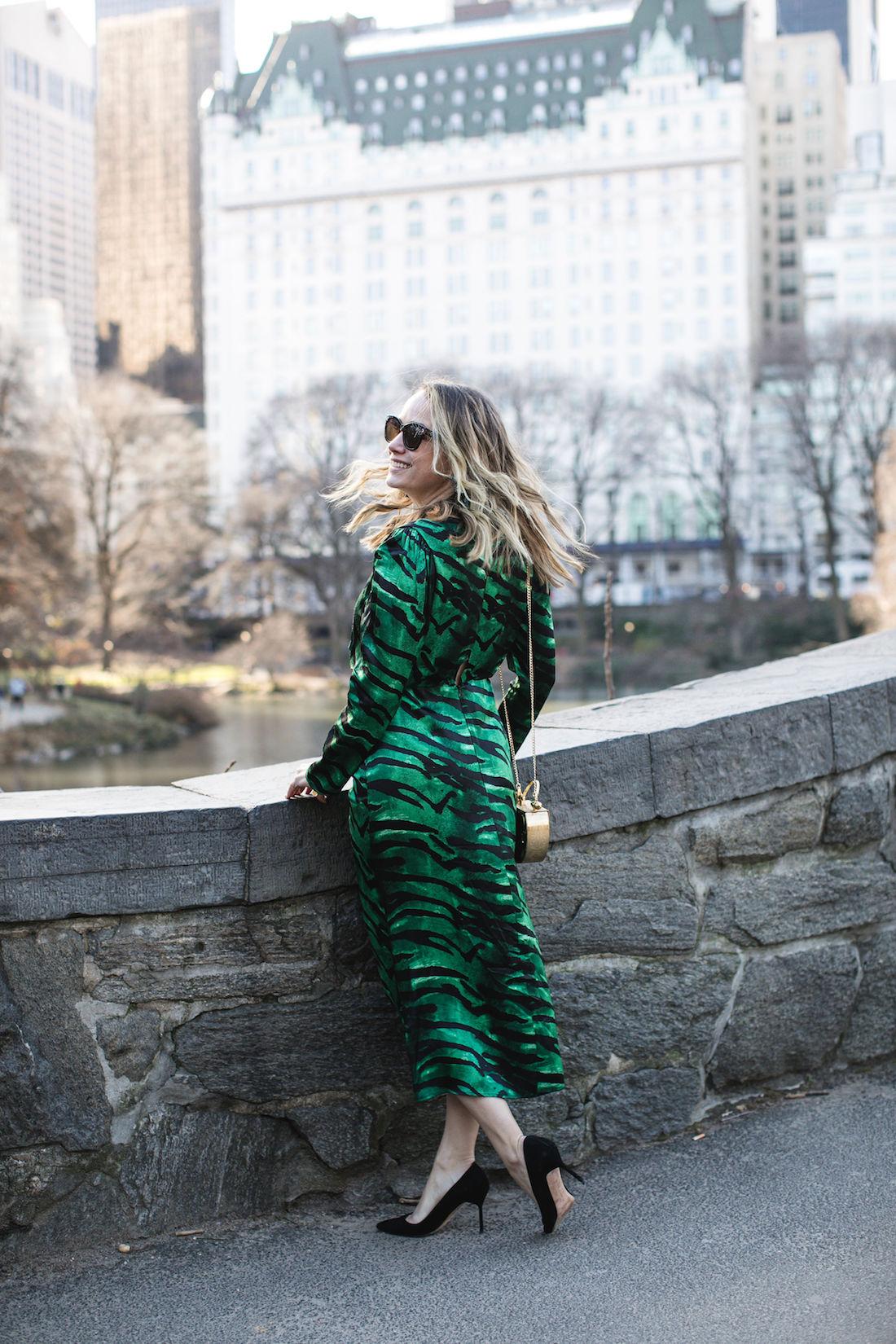 Outfit Details: Topshop Dress // Manolo Blahnik Pumps // Okhtein Bag // Kendra Scott Earrings // Polaroid Sunglasses