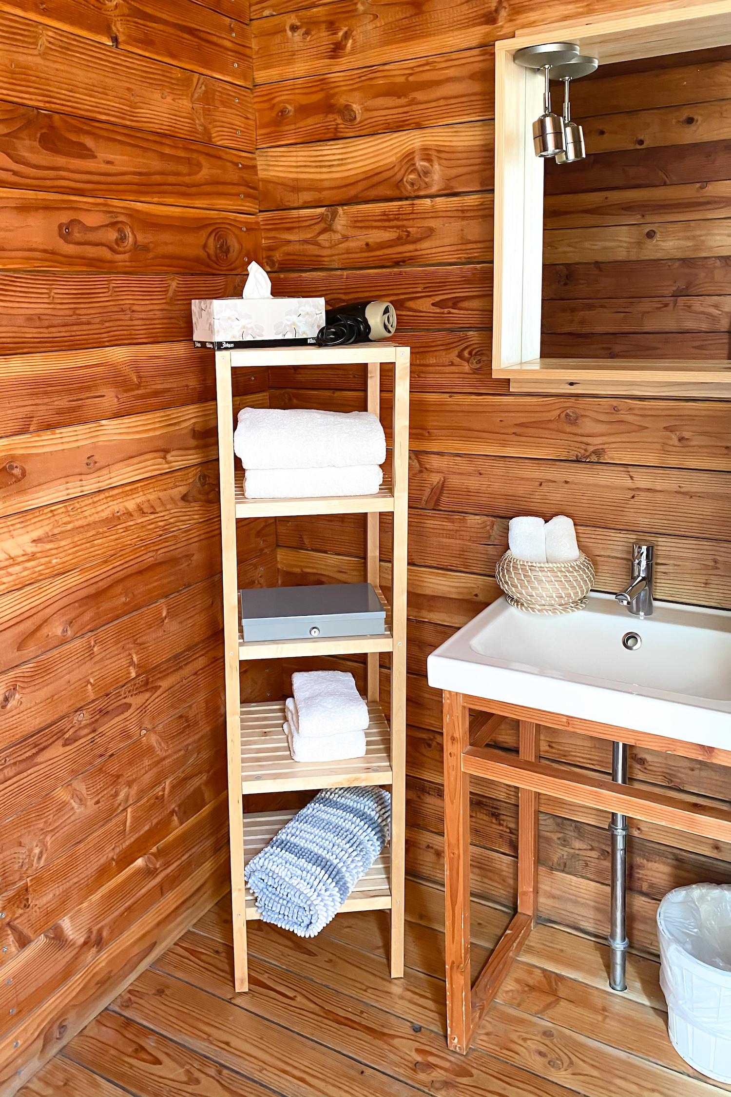 Cuatro Cuatros cabin